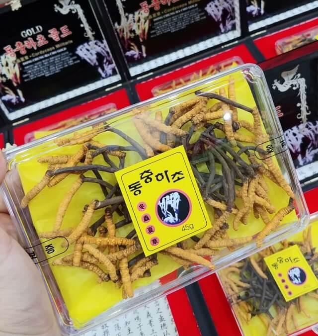 Đối tượng dùng đông trùng hạ thảo ngâm mật ong